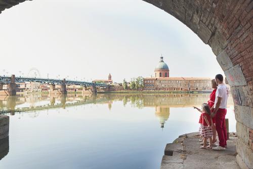 Séance photo famille bord de Garonne à Toulouse