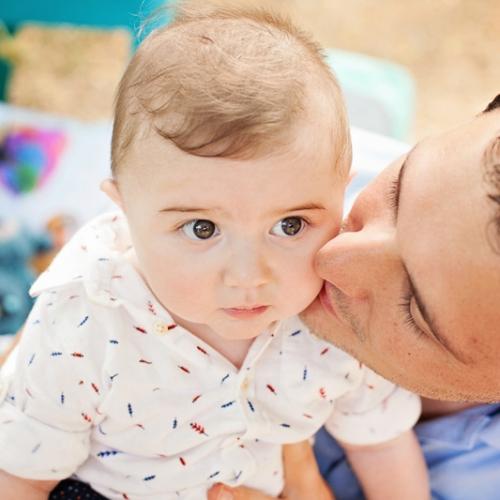 Photographe bébé à Toulouse en extérieur