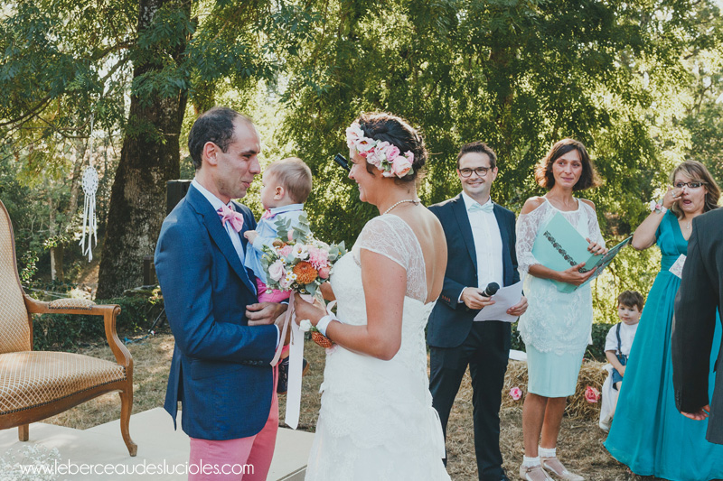 mariage-decouverte-des-maries-pendant-ceremonie-laique
