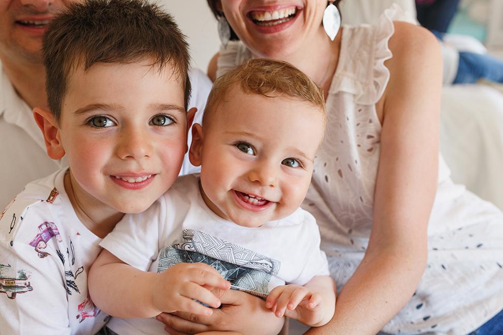 Séance photo famille joyeuse
